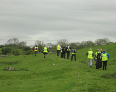 The group setting off on the Tóchar, walking across the fields adjacent to the abbey.
